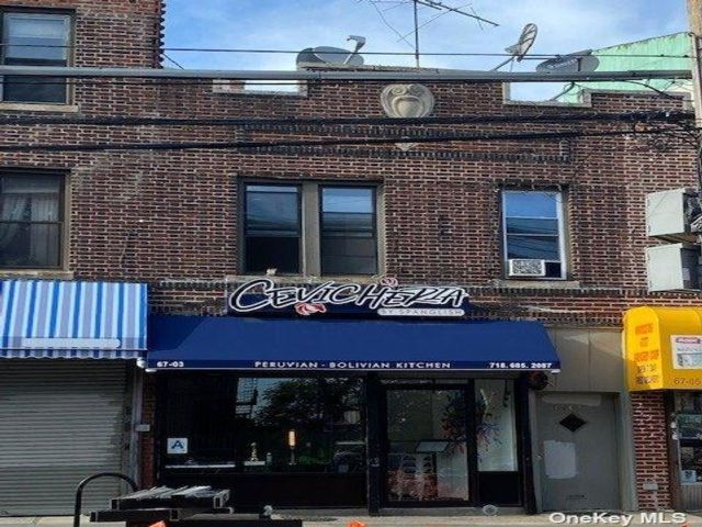 2 BR,  3.00 BTH Store+dwell style home in Woodside