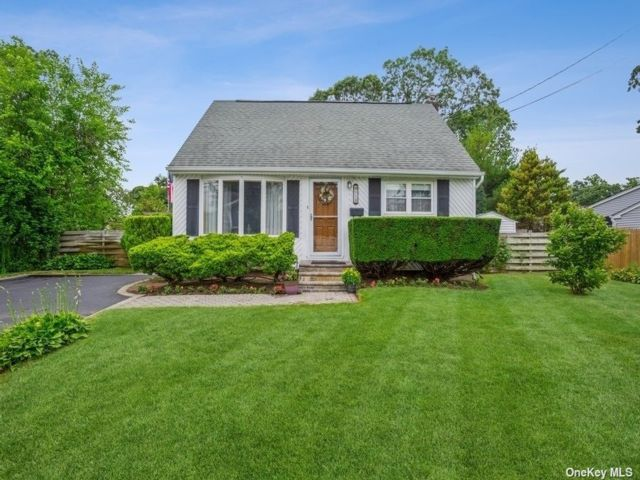 4 BR,  1.00 BTH Cape style home in East Islip