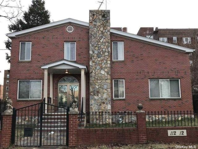 4 BR,  3.00 BTH House rental style home in Forest Hills