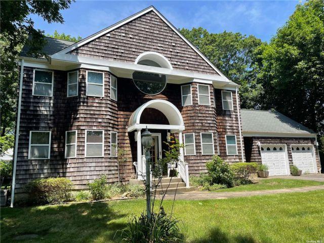 [Commack Real Estate, listing number 3189816]