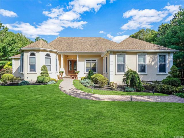 4 BR,  4.00 BTH Exp ranch style home in East Quogue