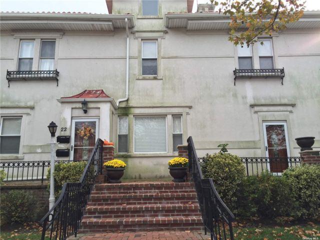3 BR,  2.00 BTH Duplex style home in Long Beach