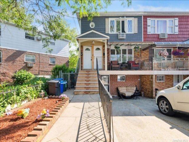 6 BR,  6.00 BTH Duplex style home in Canarsie