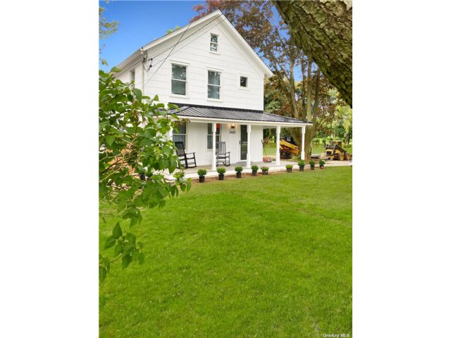 3 BR,  2.00 BTH Farmhouse style home in Southold