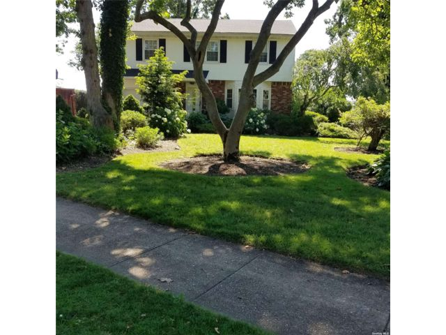 4 BR,  3.00 BTH Colonial style home in Massapequa
