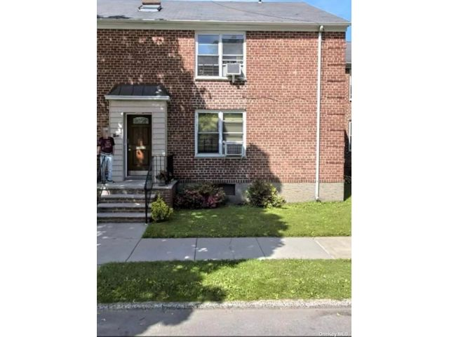 2 BR,  1.00 BTH Other style home in Bayside