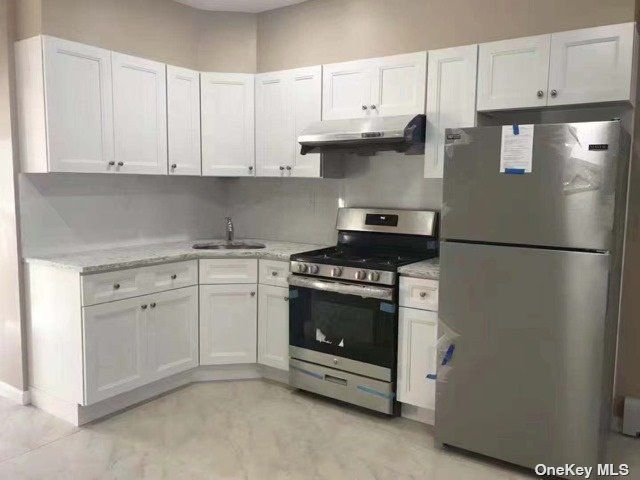 4 BR,  2.00 BTH Apt in house style home in Corona