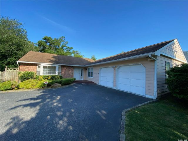 4 BR,  3.00 BTH Ranch style home in Oakdale
