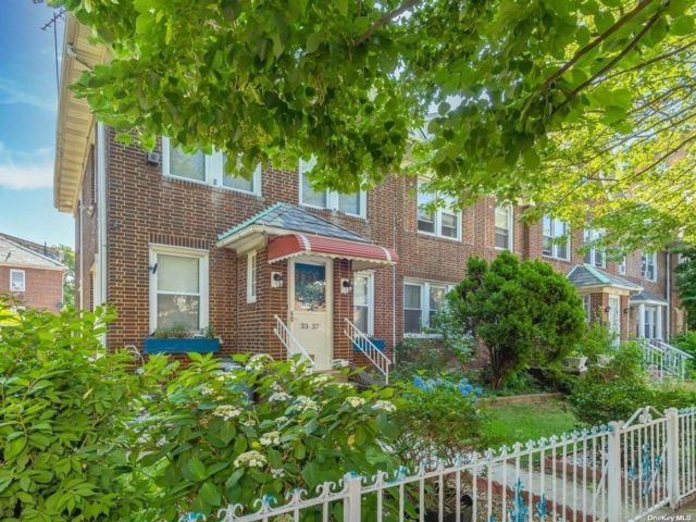 3 BR,  2.00 BTH 2 story style home in Jackson Heights