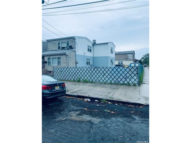 5 BR,  3.00 BTH 2 story style home in Canarsie