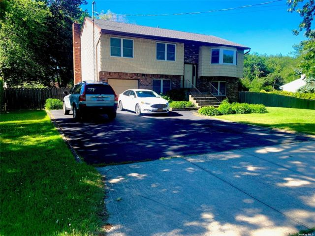 5 BR,  3.00 BTH Hi ranch style home in Islip