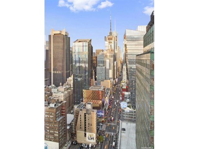 2 BR,  2.00 BTH High rise style home in New York