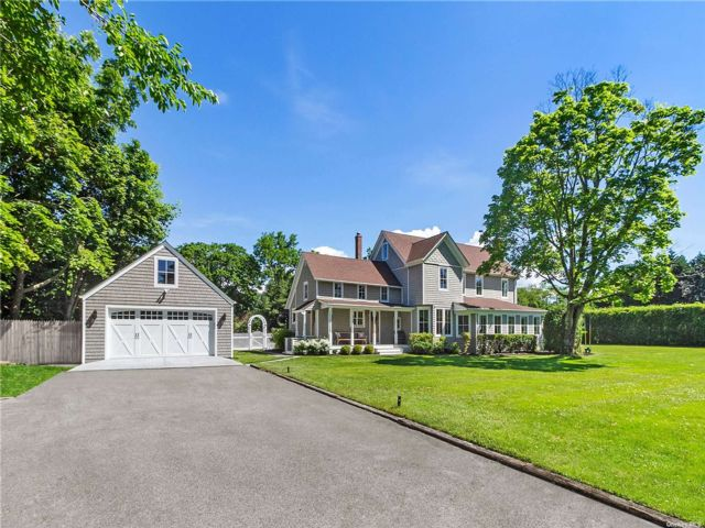 5 BR,  3.00 BTH Victorian style home in Center Moriches