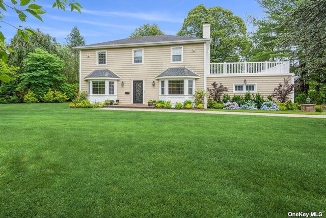 4 BR,  4.00 BTH Colonial style home in Hewlett Harbor