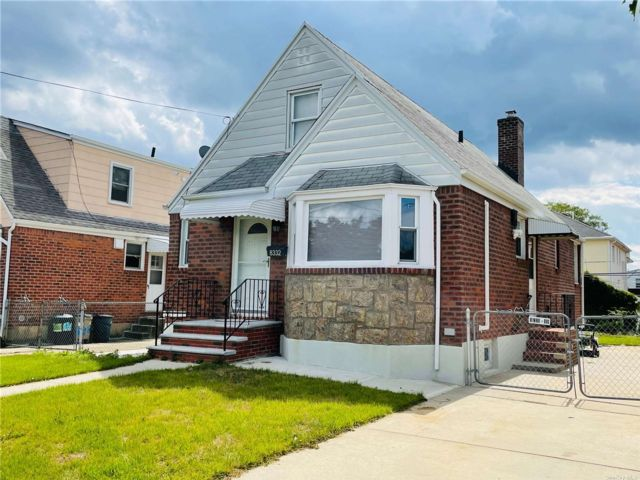 4 BR,  1.00 BTH Cape style home in Floral Park