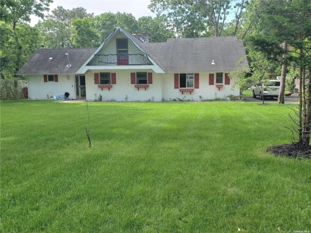 4 BR,  2.00 BTH Ranch style home in East Quogue