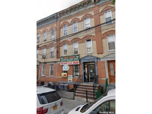 5 BR,  5.00 BTH Apartment style home in Flushing