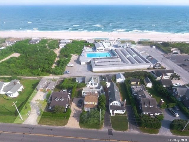 3 BR,  2.00 BTH Other style home in Quogue