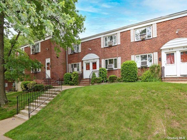 2 BR,  1.00 BTH Garden apartmen style home in Queens Village