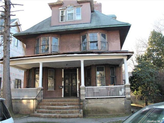 8 BR,  5.00 BTH Victorian style home in Flatbush