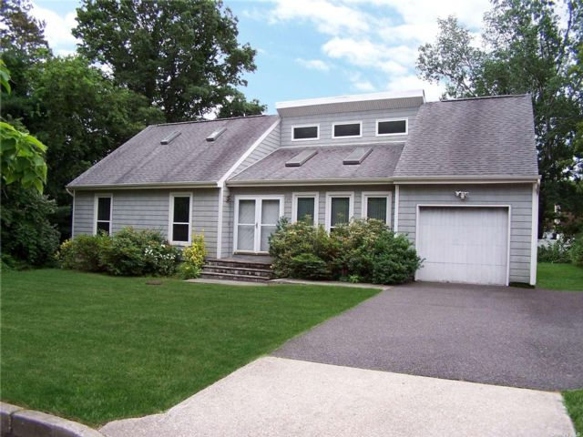 3 BR,  2.00 BTH Farm ranch style home in Port Jefferson Station