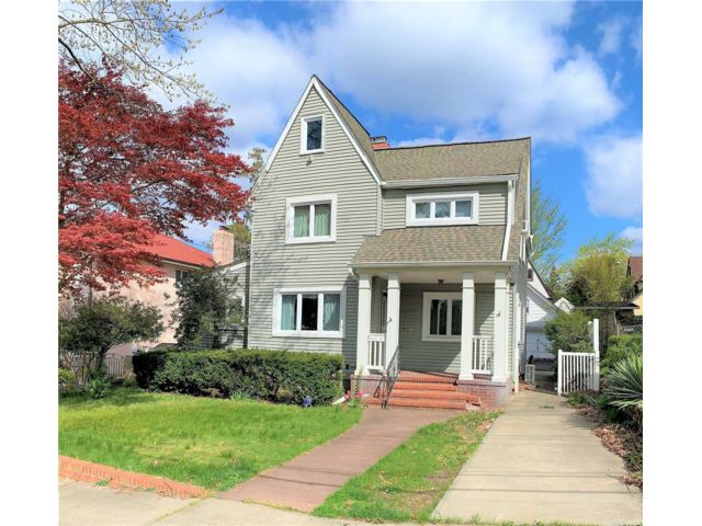 3 BR,  3.00 BTH Colonial style home in Douglaston