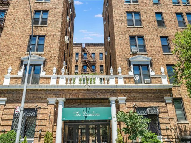 1 BR,  1.00 BTH Mid rise style home in Crown Heights