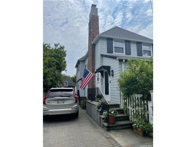 3 BR,  2.00 BTH 2 story style home in Atlantic Beach