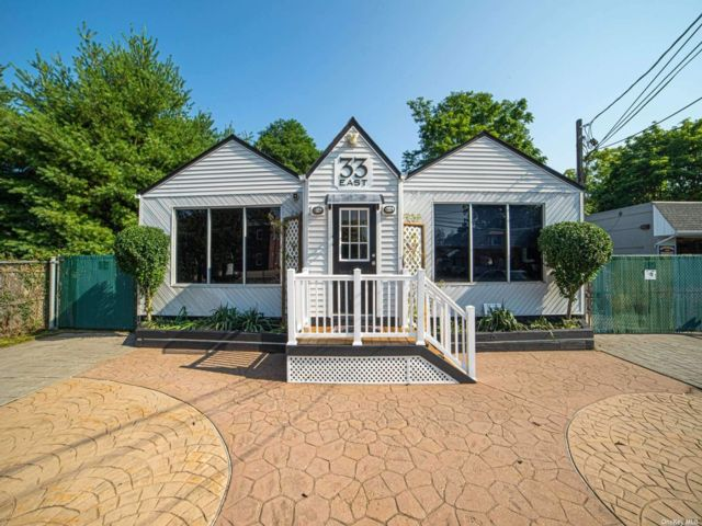 Studio,  0.00 BTH Commercial style home in East Islip