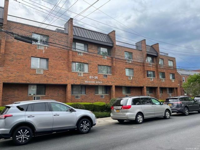 Studio,  0.00 BTH Commercial style home in Fresh Meadows