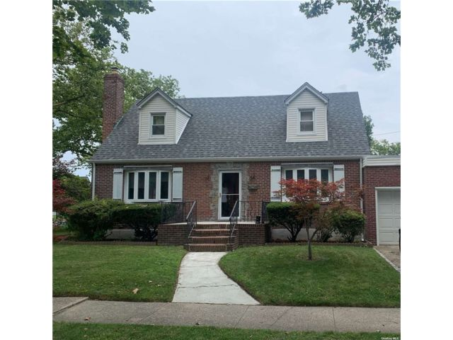 4 BR,  3.00 BTH Cape style home in New Hyde Park
