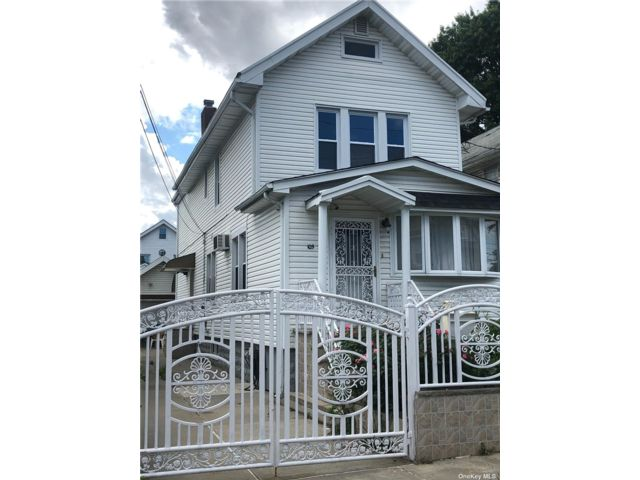 2 BR,  1.00 BTH Colonial style home in Richmond Hill