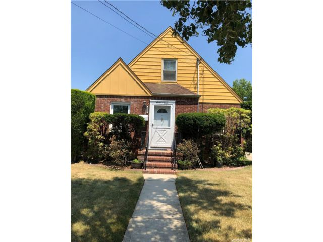 4 BR,  2.00 BTH Cape style home in New Hyde Park