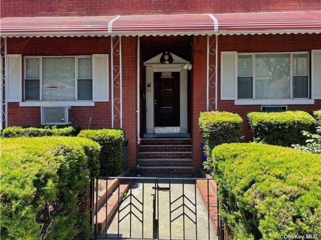 7 BR,  3.00 BTH Duplex style home in East Elmhurst