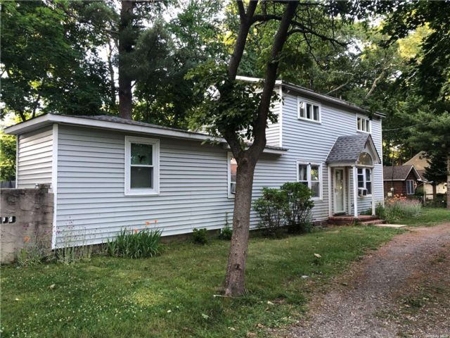 4 BR,  4.00 BTH Other style home in Smithtown