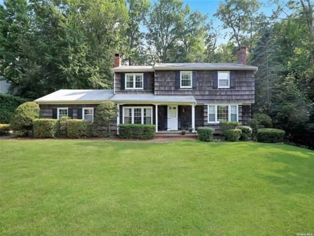 4 BR,  3.00 BTH Colonial style home in Smithtown