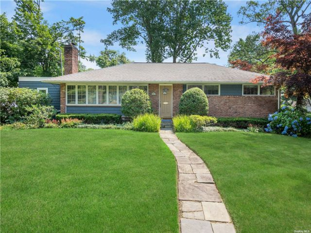3 BR,  2.00 BTH Ranch style home in East Hills