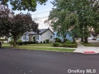 3 BR,  2.00 BTH Exp ranch style home in Floral Park