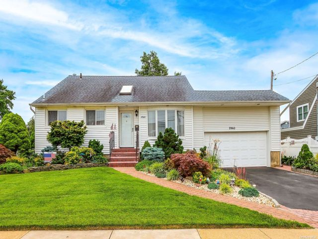[Wantagh Real Estate, listing number 3190978]