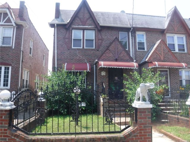 2 BR,  2.00 BTH 2 story style home in Springfield Gardens