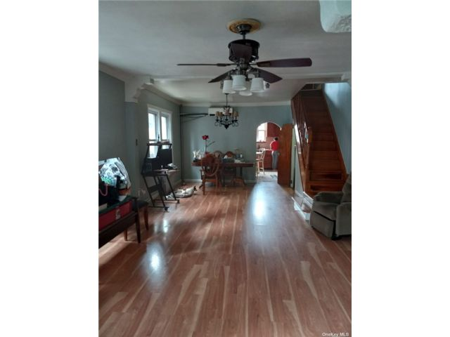 3 BR,  3.00 BTH Other style home in Richmond Hill