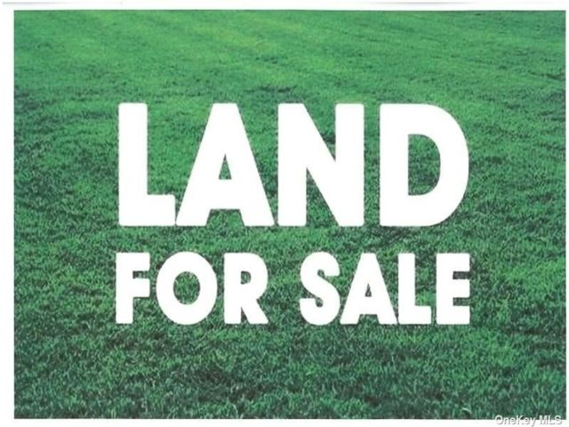 Lot <b>Size:</b> 7405 Land style home in East Patchogue