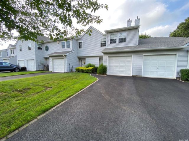 2 BR,  3.00 BTH Townhouse style home in Port Jefferson Station