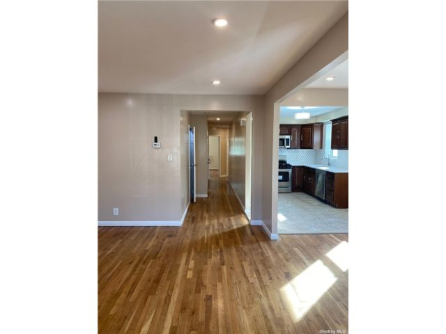 3 BR,  2.00 BTH Apt in house style home in Canarsie