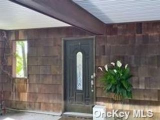 4 BR,  4.00 BTH Townhouse style home in Sea Cliff