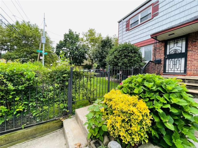 3 BR,  3.00 BTH Colonial style home in Fresh Meadows