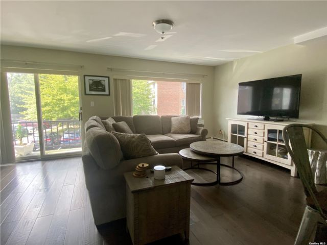 2 BR,  1.00 BTH Other style home in Lynbrook
