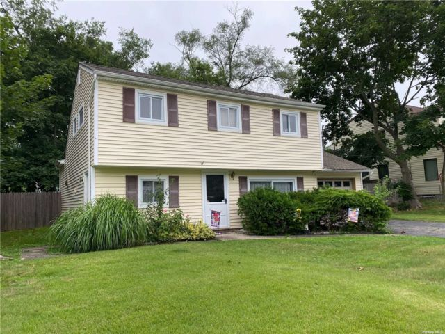 3 BR,  1.00 BTH Colonial style home in Port Jefferson Station