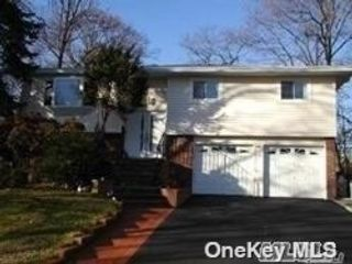 5 BR,  2.00 BTH Hi ranch style home in Syosset