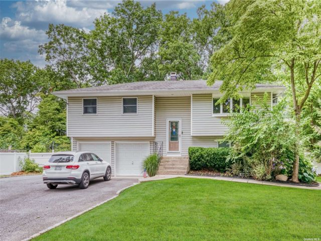 4 BR,  2.00 BTH Hi ranch style home in Port Jefferson Station